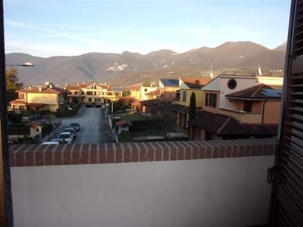 Villa a schiera ottime rifiniture con giardino - Rifiniture giardino ...